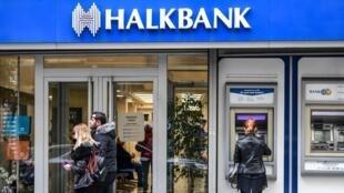 Image d'archive: Un cadre de la banque publique turque Halkbank, a été reconnu coupable d'avoir aidé l'Iran à contourner les sanctions américaines. Mercredi 03.01.2018 à New York