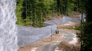 A la frontière turco-bulgare, un mur de barbelés se dresse sur 30 km.