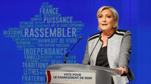 Marine Le Pen annonce le nouveau nom du Front National à Bron, dans la banlieue de Lyon le 1er juin 2018.