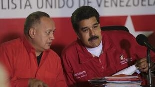 Diosdado Cabello (à gauche) et le président Nicolas Maduro, le 12 janvier 2017 à Caracas.