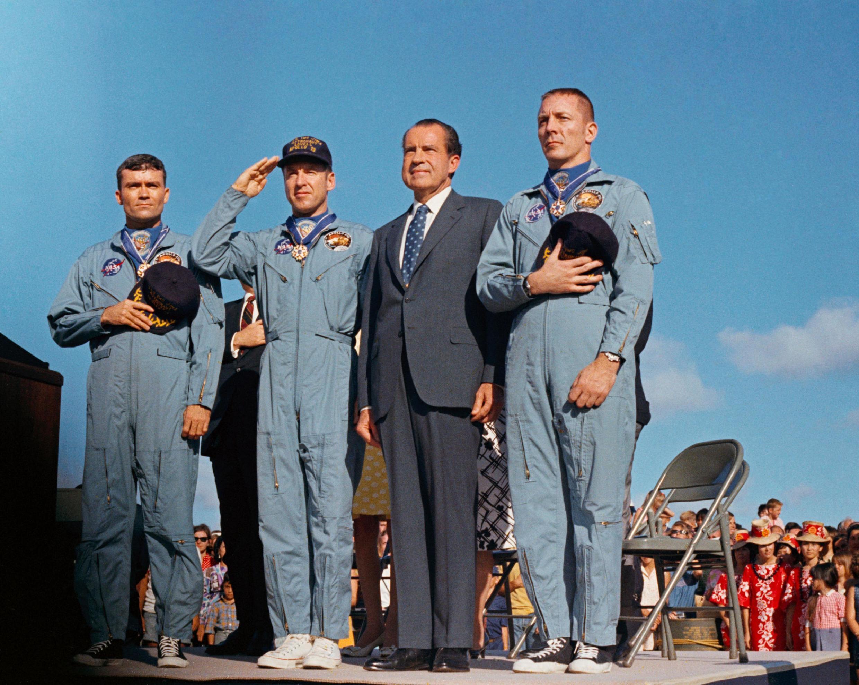 L'équipe d'Apollo 13, que l'on voit avec le président Nixon, est la seule équipe entre Apollo 11 et 17 à ne pas avoir pu alunir à cause d'un incident.