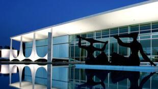 Palácio da Alvorada, em Brasília, projeto de Niemeyer inaugurado em 1958.