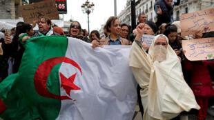 Algeri : Biểu tình tại Alger chống tổng thống Bouteflika ra ứng cử thêm một nhiệm kỳ mới. Ảnh ngày 08/03/2019.