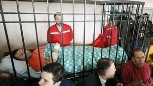 Giám đốc hải quan Ukraina Roman Nasirov (người nằm) lúc ra tòa ngày 05/03/2017.