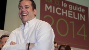 O chef Arnaud Lallement, do luxuoso restaurante L'Assiette Champenoise, de Tinqueux, perto de Reims, foi nomeado 3 estrelas no guia Michelin 2014.