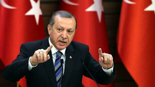 Presidente da Turquia, Erdogan, autoritário, continua com a sua vaga de prisões e ataques aos curdos