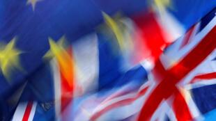 Ảnh minh họa: Cờ Anh và Liên Hiệp Châu Âu tại Nghị Viện Anh, 15/01/2019.