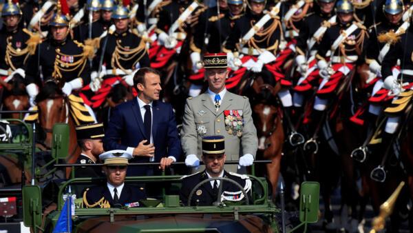 O presidente francês Emmanuel Macron durante o desfile de 14 de julho