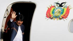 O presidente da Bolívia, Evo Morales, embarcou neste domingo para Haia onde a Corte Internacional de Justiça vai dar o veredito sobre a disputa do Chile com a Bolívia, que busca um acesso ao Oceano Pacífico. 29/09/18.