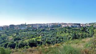 Le petit village de Losar de la Vera en Estrémadure. Dans certains endroits de l'Espagne, on ne trouve plus que 2 habitants/km2, une densité comparable à celle de la Laponie ou de la Sibérie.