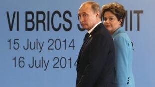 Tổng thống Nga Vladimir Putin và đồng nhiệm Brazil Dilma Roussef - REUTERS /Nacho Doce