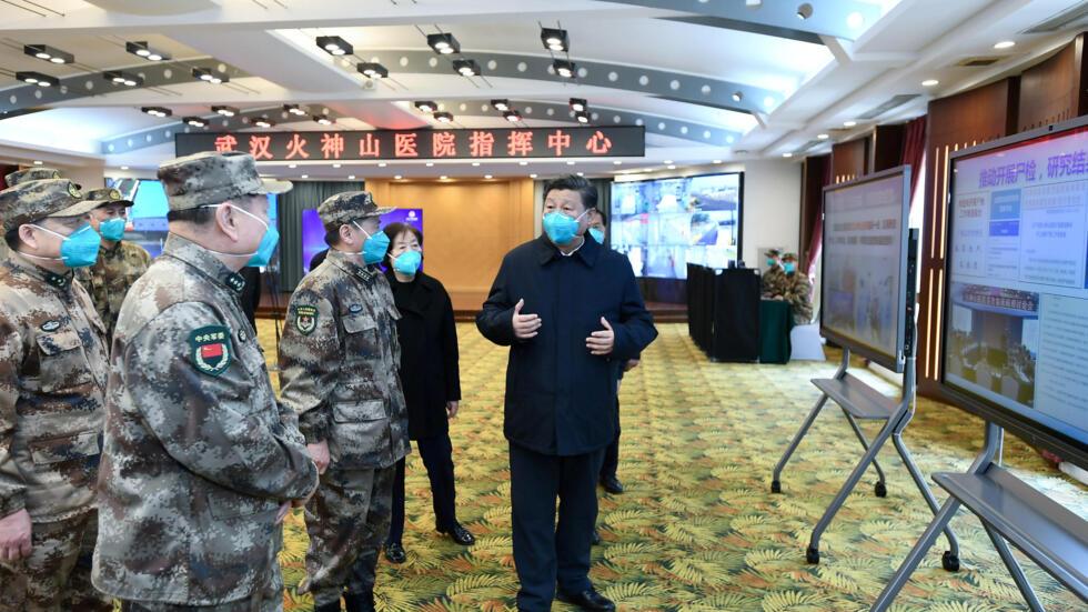 Chủ tịch Trung Quốc Tập Cận Bình đến thăm một bệnh viện ở Vũ Hán, ngày 10/03/2020.