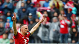 Le Français Franck Ribéry rejoint la Fiorentina, après 12 saisons et 23 titres au Bayern de Munich.