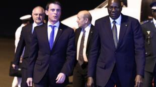 Le Premier ministre français Manuel Valls a été accueilli jeudi soir par son homologue malien Modibo Keïta.