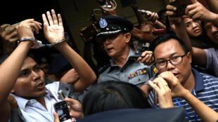 Hai nhà báo của hãng tin Reuters bị áp giải ra khỏi tòa, Rangoon, Miến Điện, ngày 03/09/2018.