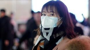中國上海火車站的一名乘客 2020年1月22日