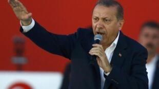 O presidente turco, Recep Tayyip Erdogan, na manifestação pró-democracia do último domingo (7) em Istambul.