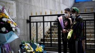 Les habitants de Wuhan se sont recueillis en l'hommage des victimes du Covid-19, le 4 avril 2020.
