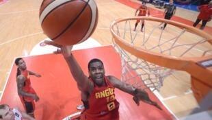 Angolano Yanick Moreira na edição do Afrobasket de 2015