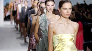 A magreza extrema das modelos na França é manchete nos jornal francês Aujourd'hui en France desta quinta-feira (7).