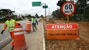 Empresa inicia as obras de duplicação da Rodovia da Uva (PR-417), entre Curitiba e Colombo. No trecho circulam, diariamente, cerca de 16 mil veículos.