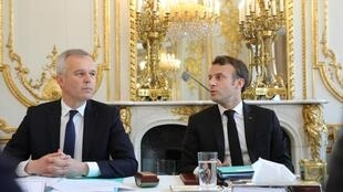 Fran9ois de Rugy, le ministre de la Transition écologique et Emmanuel Macron lors du premier Conseil de défense écologique (CDE) à l'Élysée, le 23 mai 2019.
