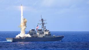 Ảnh minh họa: Khu trục hạm Mỹ lớp Arleigh Burke USS Curtis Wilbur (DDG 54) nhân một cuộc tập bắn tên lửa ngày 23/03/2014 trong khuôn khổ đợt thao diễn Multi-Sail 2014 tại vùng Ấn Độ-Thái Bình Dương.