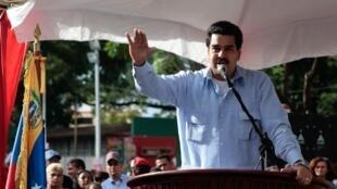 O vice-presidente Nicolas Maduro recebeu de Hugo Chávez poderes para tomar decisões econômicas.