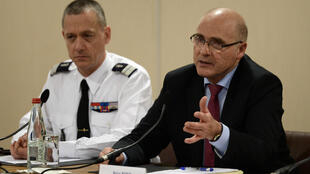 O procurador de Marselha, Brice Robin (à direita), revelou que Andreas Lubitz consultou 41 médicos em cinco anos.