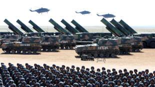 Binh sĩ Trung Quốc diễu hành tại căn cứ huấn luyện Chu Nhật Hòa ở Nội Mông (Trung Quốc) ngày 30/07/2017. Ảnh minh họa.