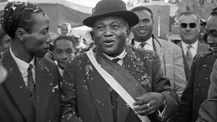 Philibert Tsiranana, le 12 avril 1960, revient de Paris où il a signé un accord avec la France pour l'accession à l'indépendance de Madagascar qui sera effective le 26 juin 1960.
