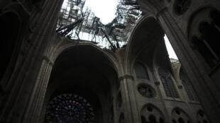 Notre-Dame de Paris após o incêndio a 16 de Abril de 2019.
