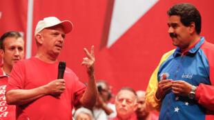 Le major général à la retraite vénézuélien Hugo Carvajal (g) aux côtés du président vénézuélien Nicolas Maduro à Caracas le 27 juillet 2014.