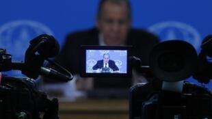 На пресс-конференции Сергей Лавров заявил, что все западные санкции должны быть сняты без предварительных условий.