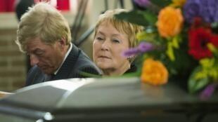 Québec, le 10 septembre. Pauline Marois assiste aux funérailles de l'homme qui lui a peut-être sauvé la vie le 4 septembre, Denis Blanchette.