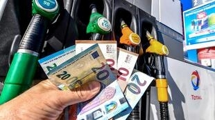 Money about to be handed over at a service station in Lille as Brent oil rebounded close to a four-year peak above 82 dollars per barrel in September