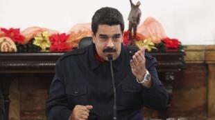 O presidente da Venezuela, Nicolás Maduro, durante reunião com ministros no Palácio Miraflores, em Caracas.