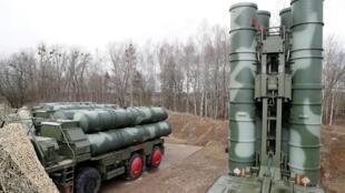 Hệ thống tên lửa phòng không S-400 do Nga sản xuất được triển khai tại thị trấn Gvardeysk, gần Kaliningrad, Nga, ngày 11/03/2019.