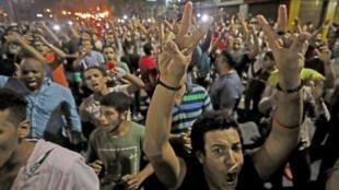 تظاهرکنندگان با اجتماع در مرکز شهر قاهره، شعارهای ضد دولت سرمیدهند. شنبه ۳۰ شهریور/ ٢١ سپتامبر ٢٠۱٩