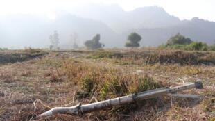 Photo prise le 21 février 2019. Une roquette qui n'a pas explosé après des affrontements entre l'armée birmane et les rebelles de l'Arakan Army (image d'illustration).