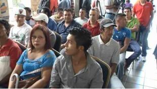 Migrantes hondureños deportados y 'retornados' participan en el programa gubernamental de empleo, en 2014.