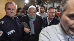 Прокуратура в Лионе запросила 8 лет тюрьмы для обвиненного в педофилии экс-священника Бернара Прейна