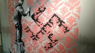 """Exposição """"The World of Banksy, the immersive experience"""", em cartaz espaço Lafayette-Drouot, em Paris, até 29 de setembro."""