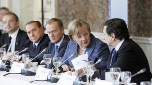 Участники саммита стран зоны евро на совещании о выводе Греции из кризиса. Брюссель 23/06/2011