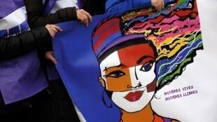 """""""Mulheres vivas, mulheres livres"""", é um dos slogans da manifestação deste sábado em Madri, contra a reforma da lei do aborto."""