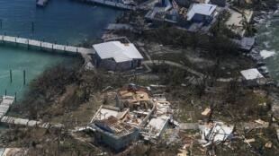 Vista aérea das inundações e estragos provocados por Dorian em Freeport, na Grande Bahama.