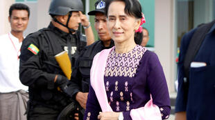 Myanmar's de facto leader Aung San Suu Kyi arrives at Sittwe airport after visiting Maungdaw in the state of Rakhine November 2, 2017.