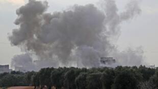 Дым от бомбардировок в провинции Идлиб 4 февраля 2020 года