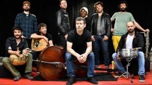 « Mondial Stéréo », du groupe Les Hurlements d'Léo.