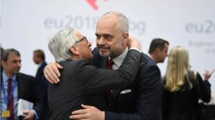 (Ảnh minh họa) - Chủ tịch Ủy Ban Châu Âu Jean-Claude Juncker và thủ tướng Albani Edi Rama, trong một cuộc họp báo nhân thượng đỉnh Liên Âu - Balkan tại Sofia, ngày 17/05/2018.